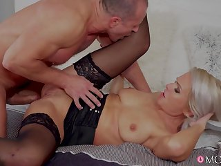 Kathy Anderson takes massive dong in after receiving oral