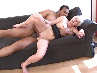 Mature leaves swart hunk to fuck her unimpassioned
