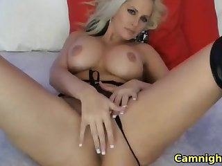 Horny blonde babe fingerfucking her juicy pussy exceeding webcam